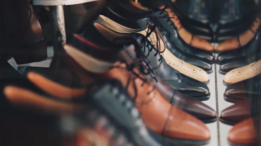 革靴の整列